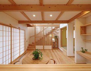 木の温もりに癒される家 【OMソーラーハウス】